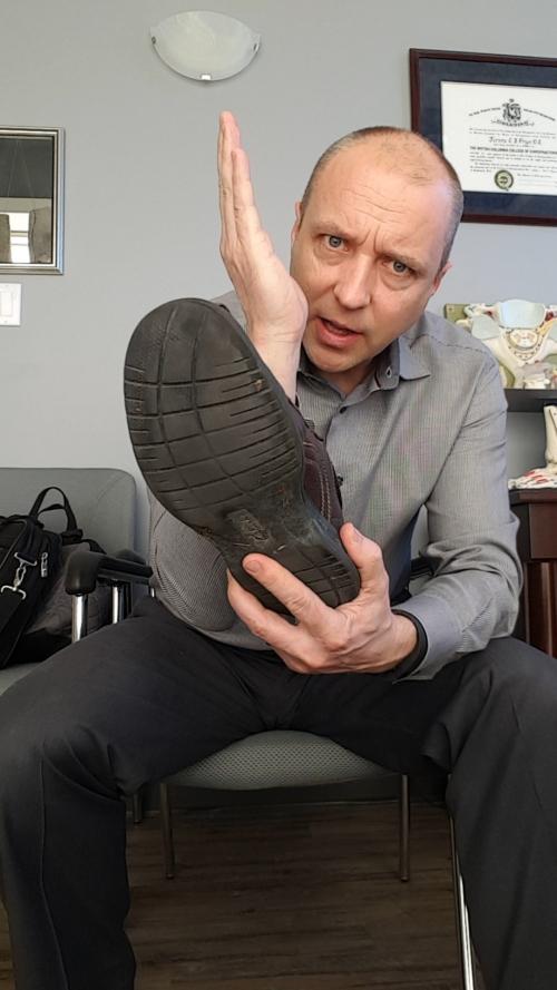 shoes, shoe wear, shoe wear pattern, Nanaimo chiropractor